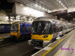 Heathrow_express_class_332